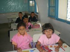 Hela et ses amis en classe