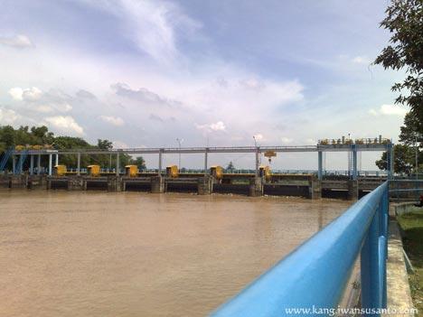 sungai cimanuk bendungan rentang
