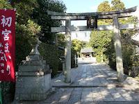 二の鳥居の正面は、摂社の六勝大神で開運や学問の神としても知られる