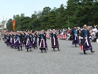 笛や太鼓を奏でる維新勤王隊列