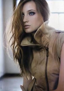 Joven modelo adolescente azul
