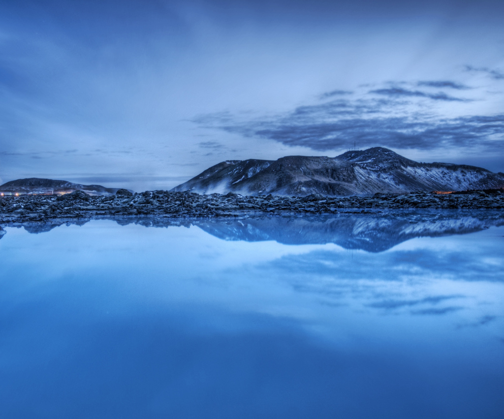Peace love yoga blue lagoon iceland for Where is the blue lagoon located in iceland