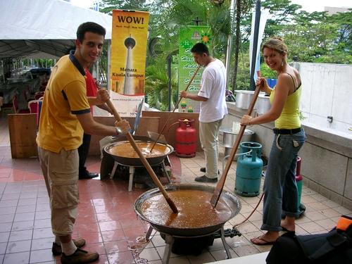 Menilik Usaha Pembuatan Dodol Dukuh Keramat Desa Bumiayu