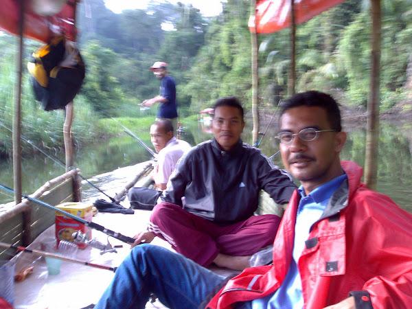 Berakit Mamancing di Klang Gate Dam
