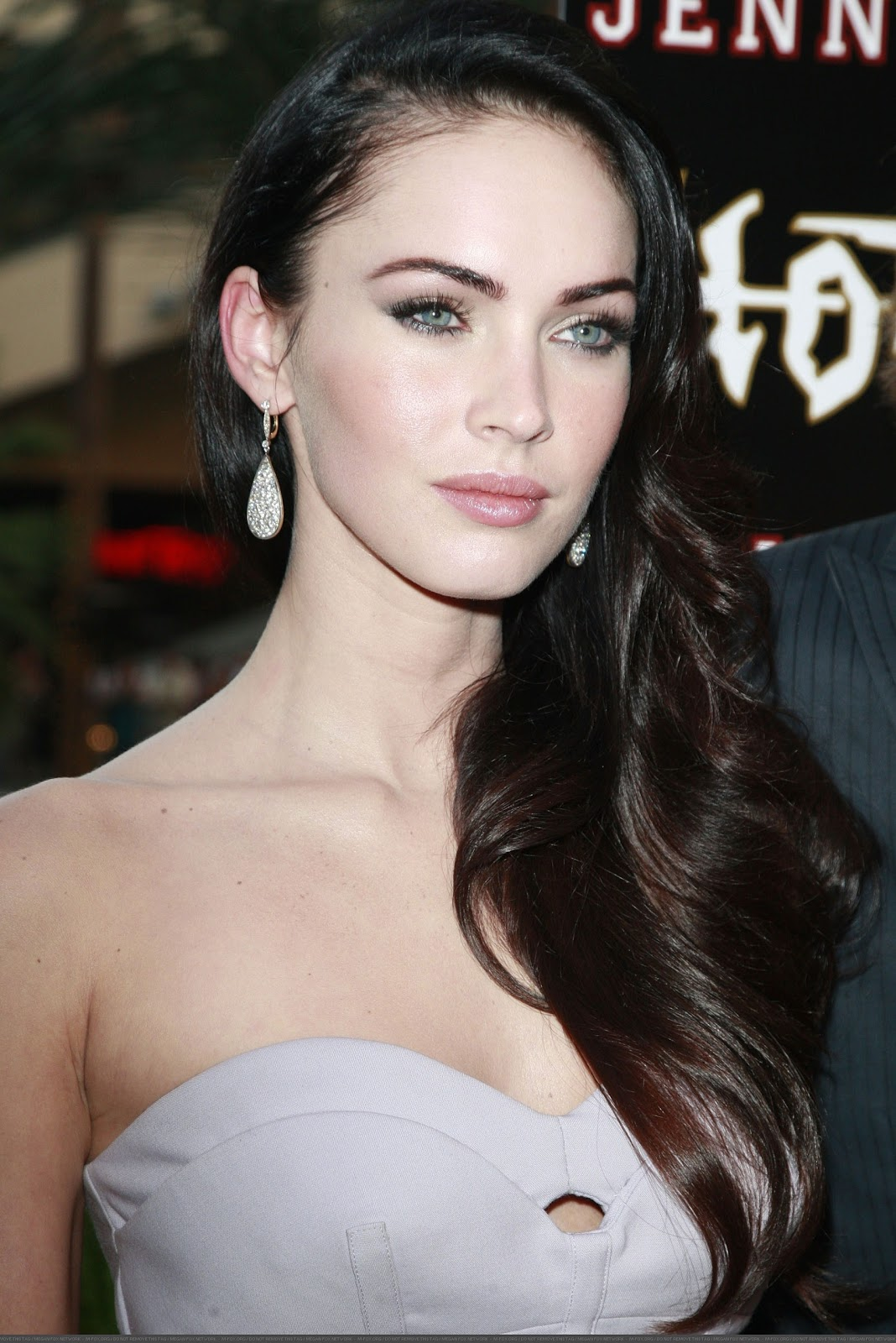 http://2.bp.blogspot.com/_prOe4Hc8qRM/TRFNlvGj0EI/AAAAAAAAAD0/c9JQxrc3sb4/s1600/32761_Megan_Fox_attends_the_Jennifers_Body_Fan_Event_at_Hollywood_and_Highland_-_September_16_2009_5385__122_473lo.jpg