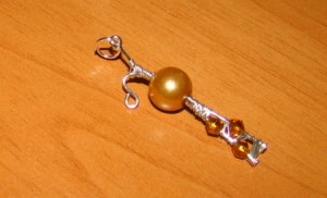 Pandantiv perla aurie si cristale - pret 8 ron
