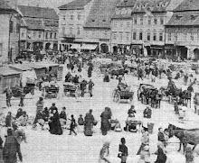 Piata Sfatului plina de oameni