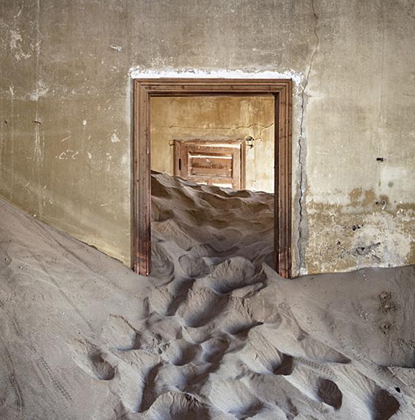 Alvaro Sanchez-Montanes - Desert Indoors