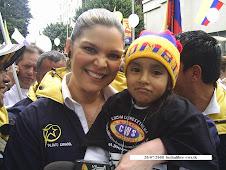 La bella presentadora de Caracol TV  con Maia  fans N°  1  de CWS