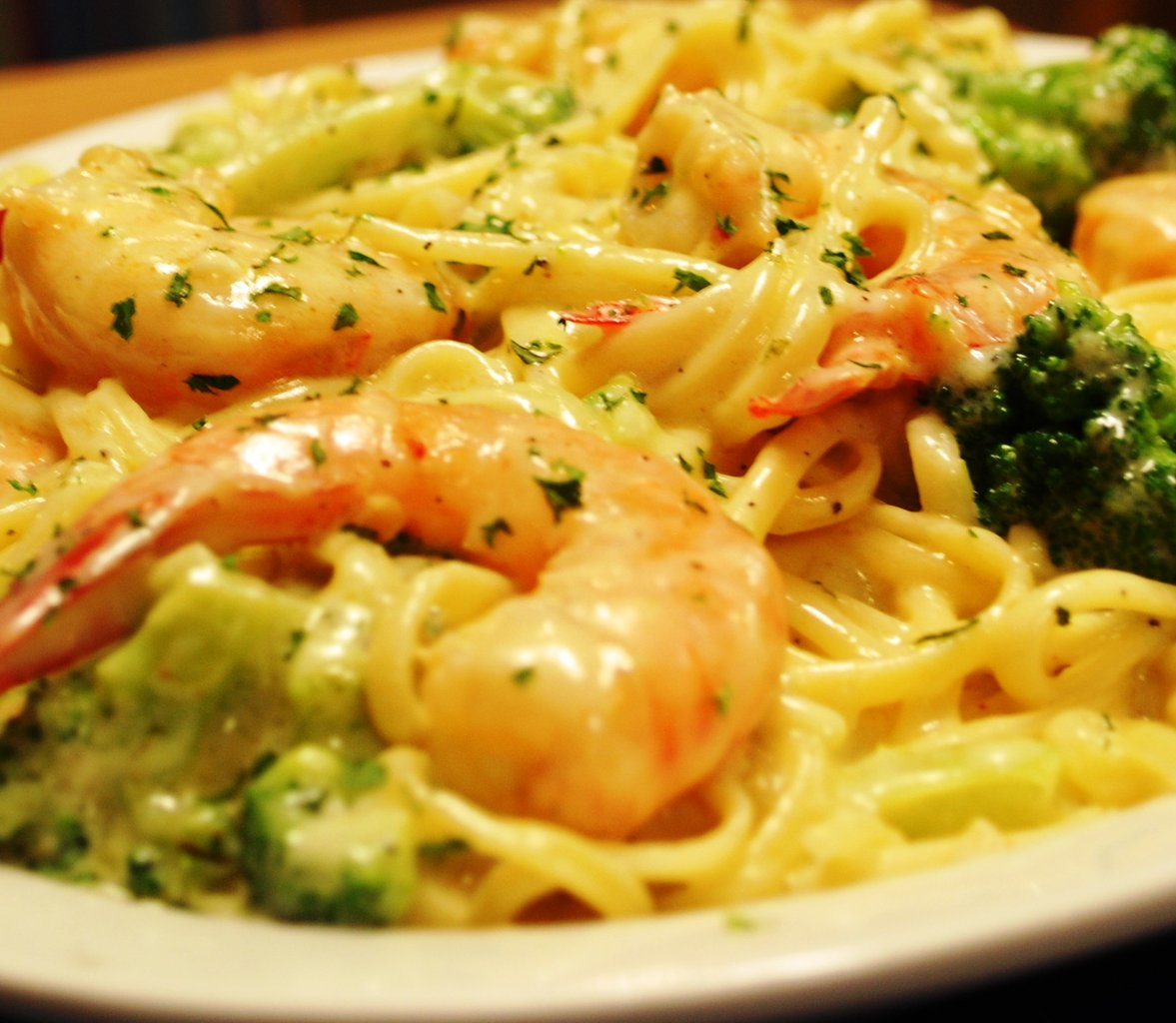 Cooking Guide 101: Shrimp Alfredo Pasta And A Bottle Of Pinot Grigio ...