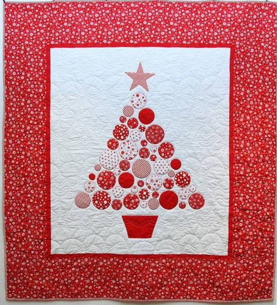 Quilt Inspiration Baubles A Christmas Tree Quilt Awesome Christmas Tree Quilt Pattern