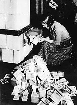 http://2.bp.blogspot.com/_pzf0n29eKuQ/R16dIaKwiGI/AAAAAAAAAK4/EVA5Jyn4K2o/s400/250px-Inflation-1923.jpg
