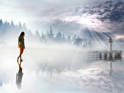 spacer samotnej kobiety