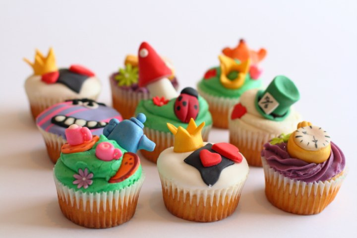 Simple Alice In Wonderland Cupcakes Sarah s madhatter cupcakesEasy Alice In Wonderland Cupcakes