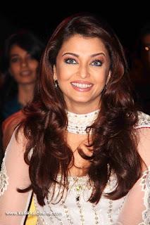 Aishwarya Rai Bachchan sizzles at  Apsara Awards