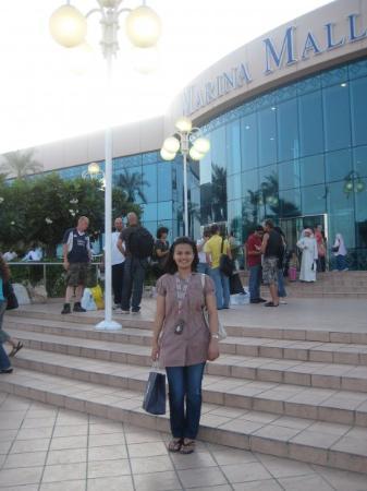 http://2.bp.blogspot.com/_q2h7mR462H0/S7XDMbzNfGI/AAAAAAAACks/ZykXf05A3FM/s1600/Marina+Mall+%E2%80%93+Abu+Dhabi,+UAE.jpg
