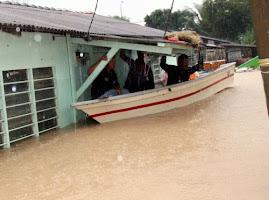 Keadaan salah sebuah rumah yang dilanda banjir..