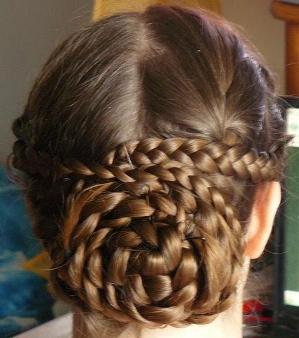 1001 coiffures: tuto Chignon tressé