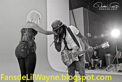 Imagen de Lil Wayne besando la mano a Nicki MInaj en el rodaje de Knockout