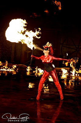 Imagen de una modelo escupiendo fuego en el rodaje del video de Fire Flame Remix del disco Like Father, Like Son II