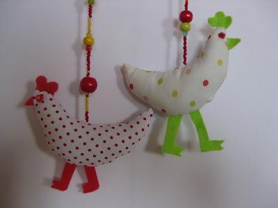 Tout faire maison d coration de p ques poules en tissu for Poules decoration
