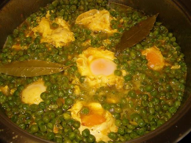 Los fogones de mi memoria guisantes con huevo for Cocinar guisantes congelados