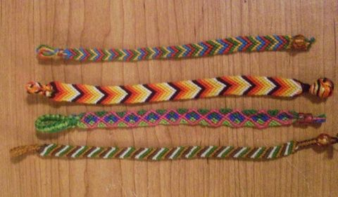 how to make a two colored cross friendship bracelet.