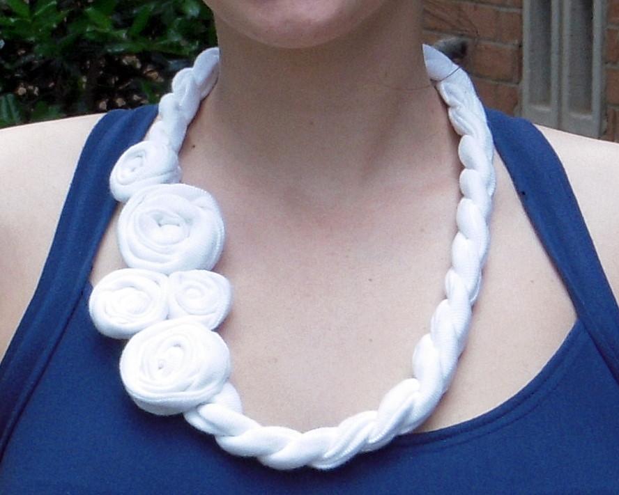 More gorgeous fabric necklace tutorials the beading gem for Tutorial fermaporta di stoffa
