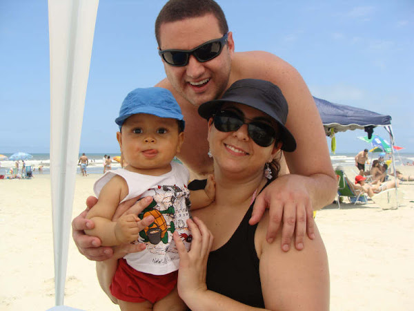 Familia reunida na praia