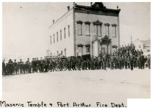 http://2.bp.blogspot.com/_qGp23pSEjDM/S3Y3TmszajI/AAAAAAAACYE/90fmkvu_Wf4/s320/1+-+Masonic+temple+was+1st+town+hall+late+1800%27s+Arthur+and+Court+Sts+PA+fire+dept+in+photo+too.jpg