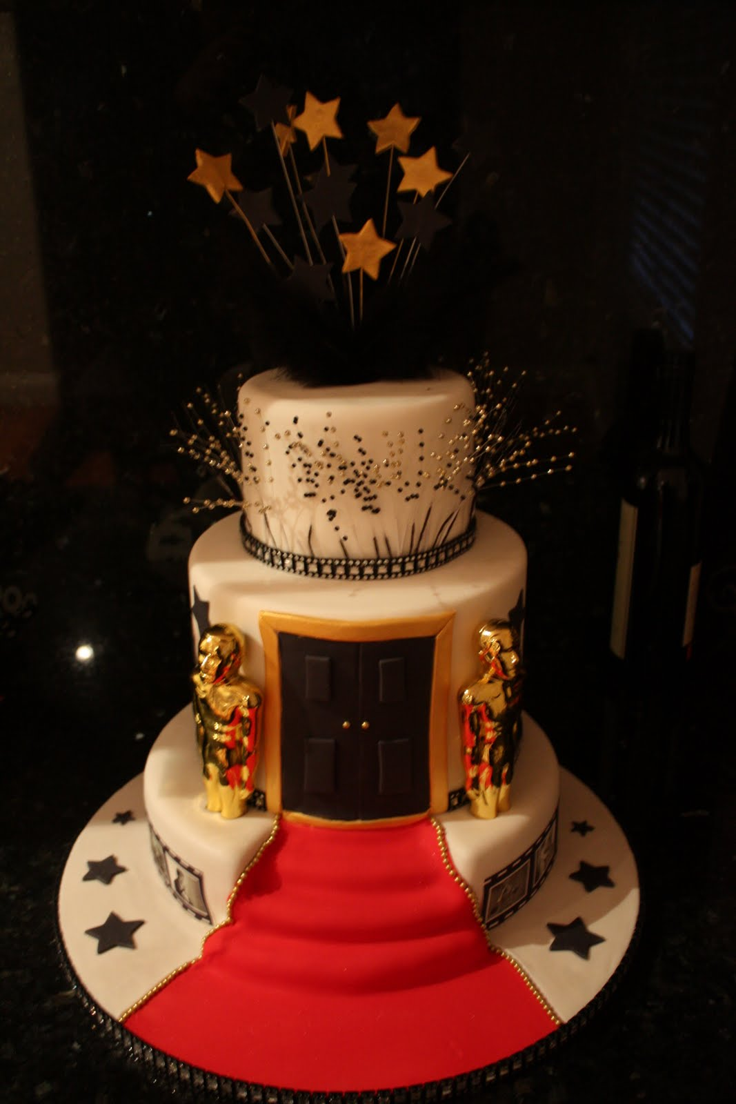 Red Carpet Cake Images : NV Cakes: Red Carpet Fever