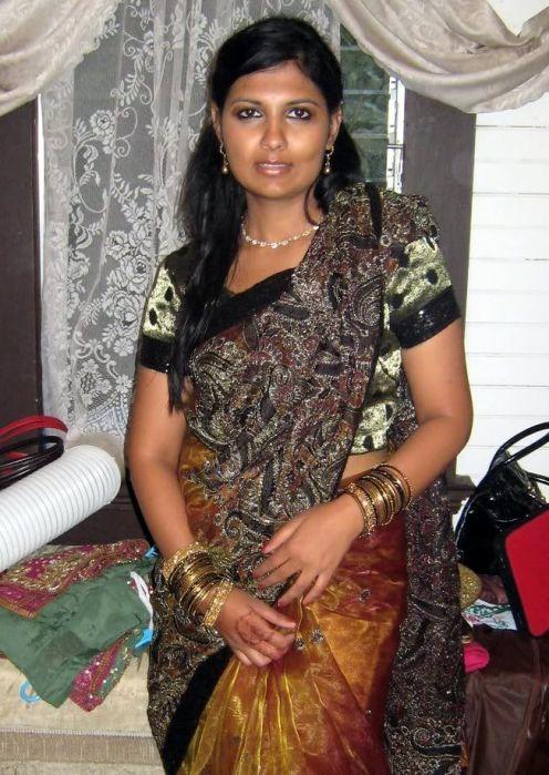 Beautiful Muslim Girls: NRI Aunties Hot Images