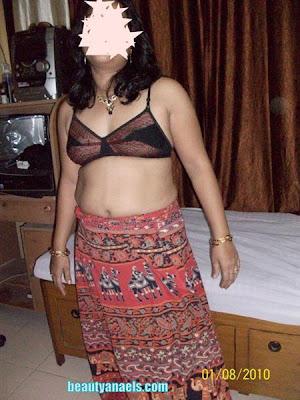 Hot Meenakshi Aunty in Belly Show - Celebrity Photos