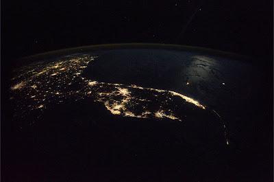 5197573116 aee6e36923 b Foto Foto Stasiun Luar Angkasa NASA Terbaru 2011