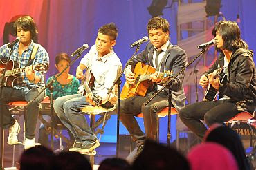 Faizal Tahir, Aizat, Noh & Lan - Hey Jude MP3