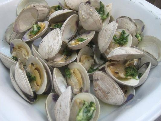 Grilled Clams with Lemon-Parsley Butter