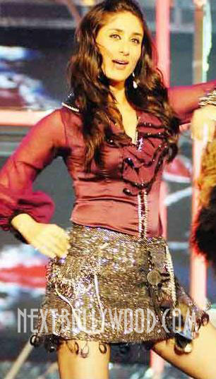  - Kareena Kapoor 56th Filmfare Awards Performance Hot Pics