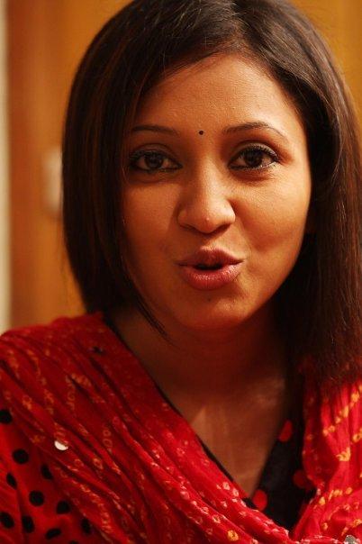 Bangladeshi Cute Actress Nafiza Karim unseen pics