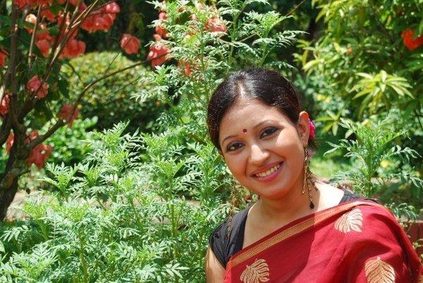 Bangladeshi Cute Actress Nafiza Karim cleavage