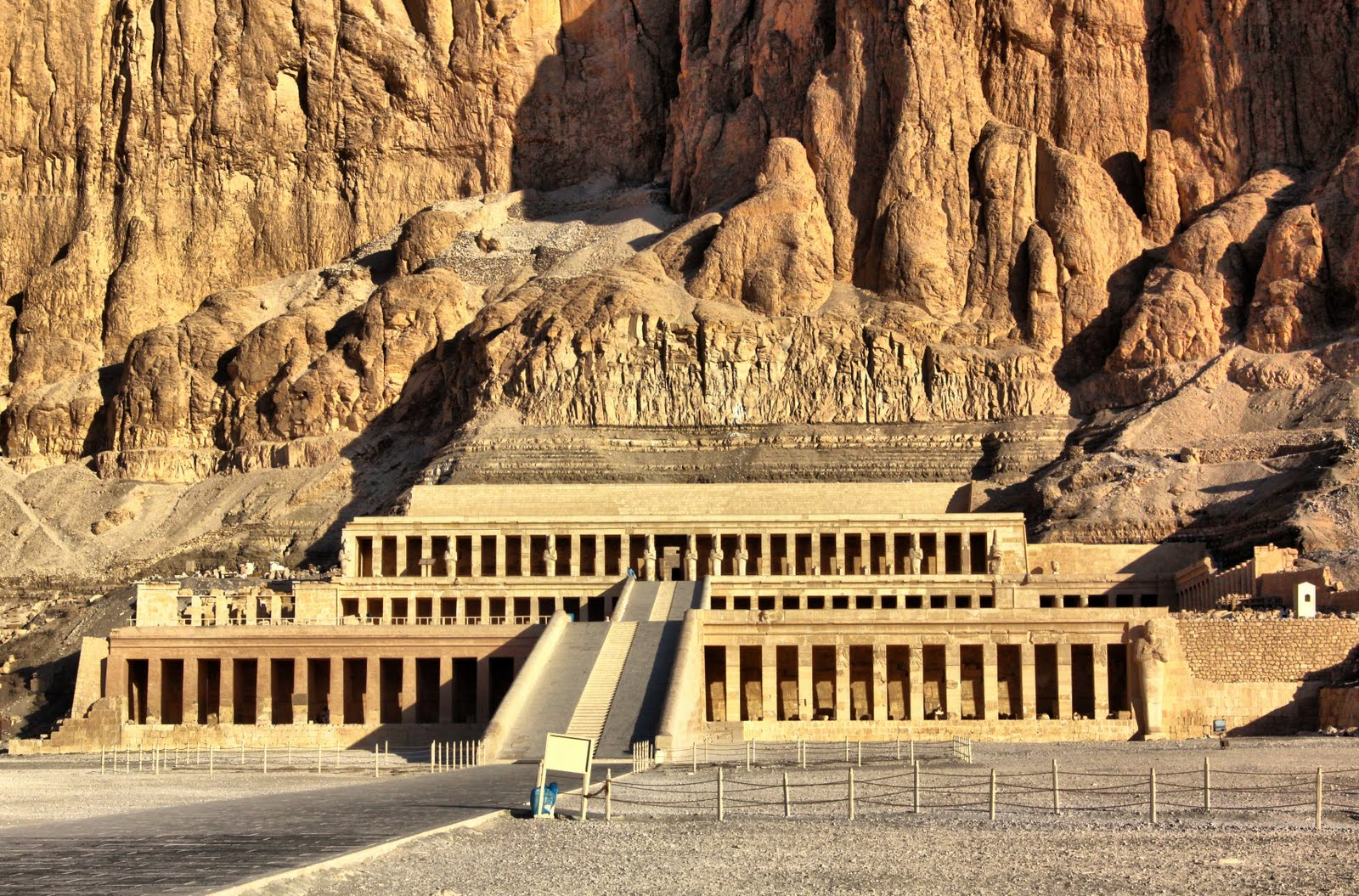 Temple of Hatshepsut, Valley of the Kings, Luxor: Site of the 1997 ...