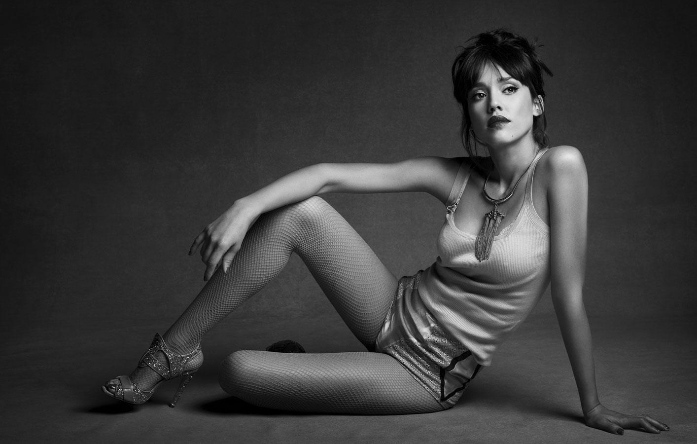 Jessica alba nyde legs spread open for that