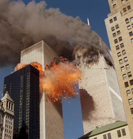 http://2.bp.blogspot.com/_qURZ_pQy-ew/TKSGHsii5qI/AAAAAAAAAEU/xnqmZsilBfs/s1600/wtc-attack1.jpg