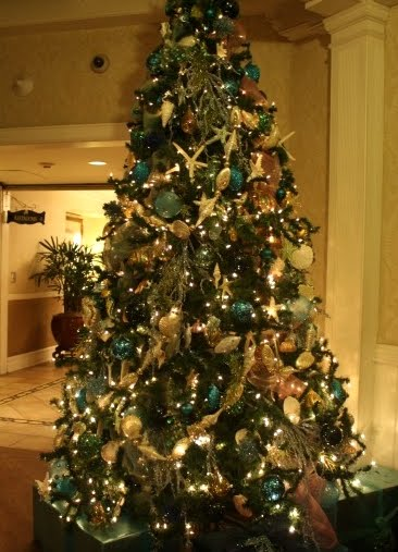 Christmas tree in foyer of Del Coronado hotel