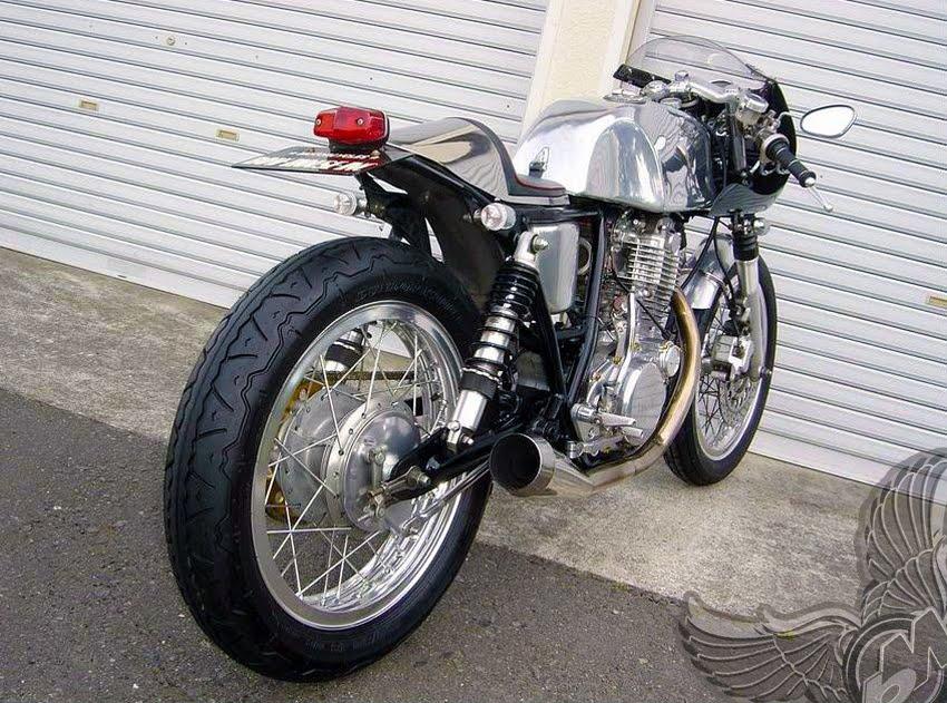 yamaha sr400 cafe racer - right rear
