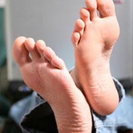 Odeur pieds chaussures moyens pour mettre fin à l'odeur de pied