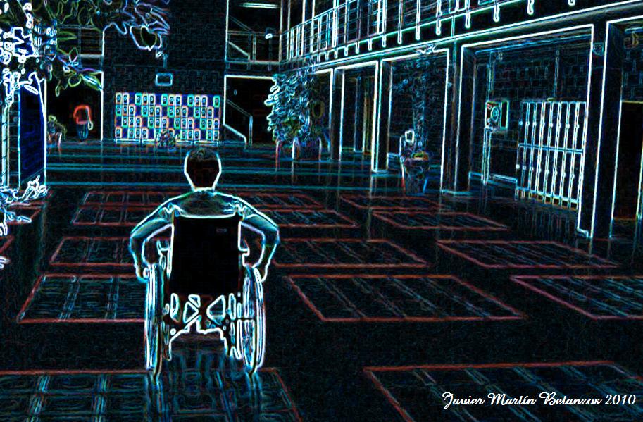 Fotografía artística de una persona en silla de ruedas y de espalda en lo que parece ser el patio de un centro educativo; en ella destacan los contornos en negativo