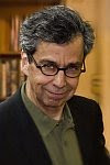 A color photo of Chris Grabenstein.