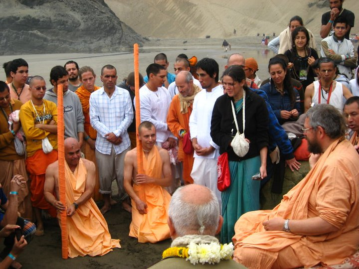 Vaisnava Sanyassi Ashram, receive the sacred order under the guidance of our ...