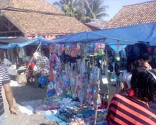 Jualan mainan anak-anak pasar sukanegeri