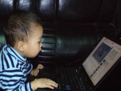 Con trai trên Facebook